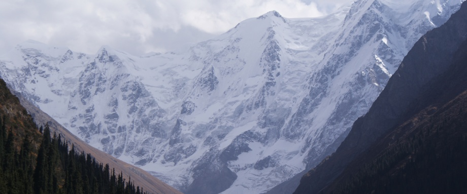 Пёстрые горы, спрятавшиеся от солнца